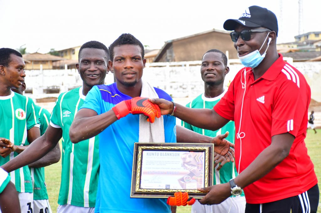 Kuntu Blankson presenting player of the month award to Anthony Brebo